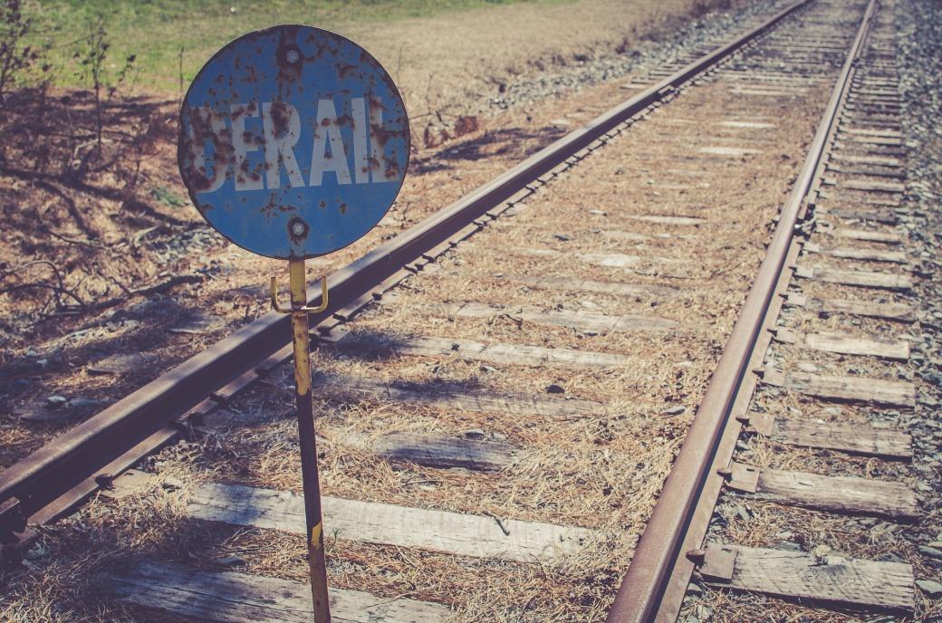 train-2576985_1920